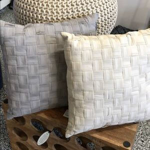 2 cotton basket weave accent pillows